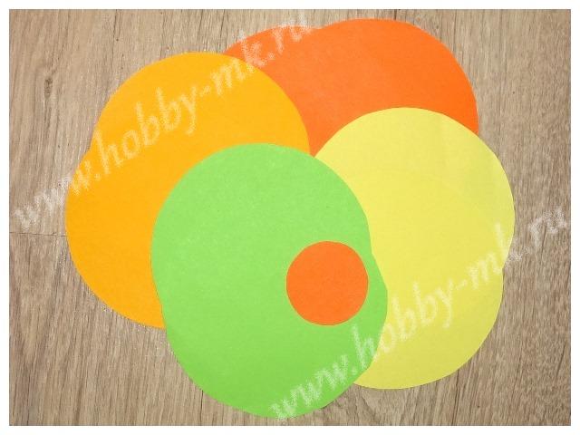 Вырезаем бумажные круги