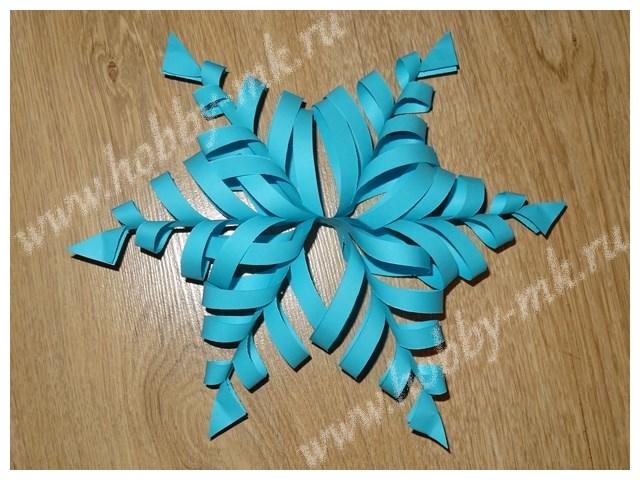 Объемная голубая снежинка из бумаги
