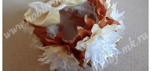Резинка на гульку с цветами и бантом