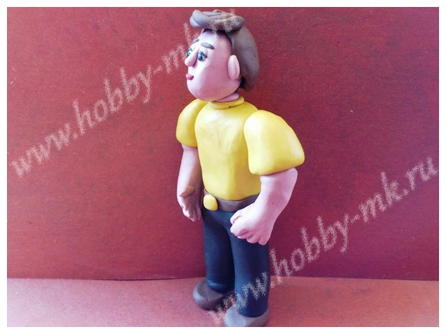 Фигурка мужчины из пластилина