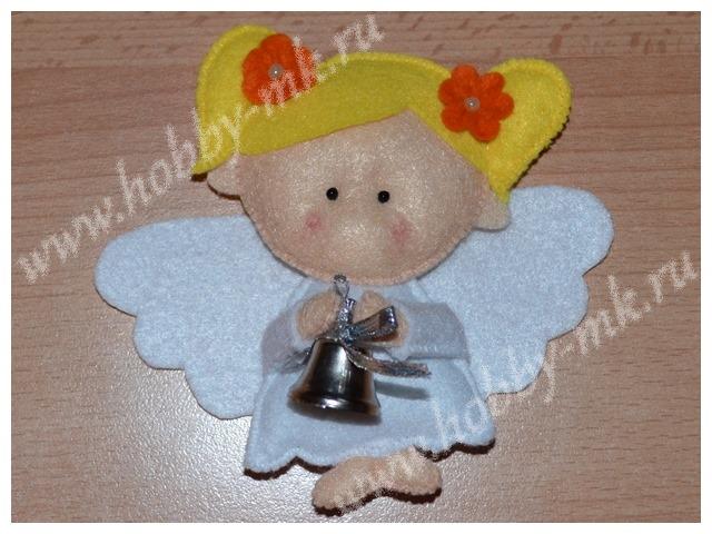 Ангелок с фетровыми цветочками